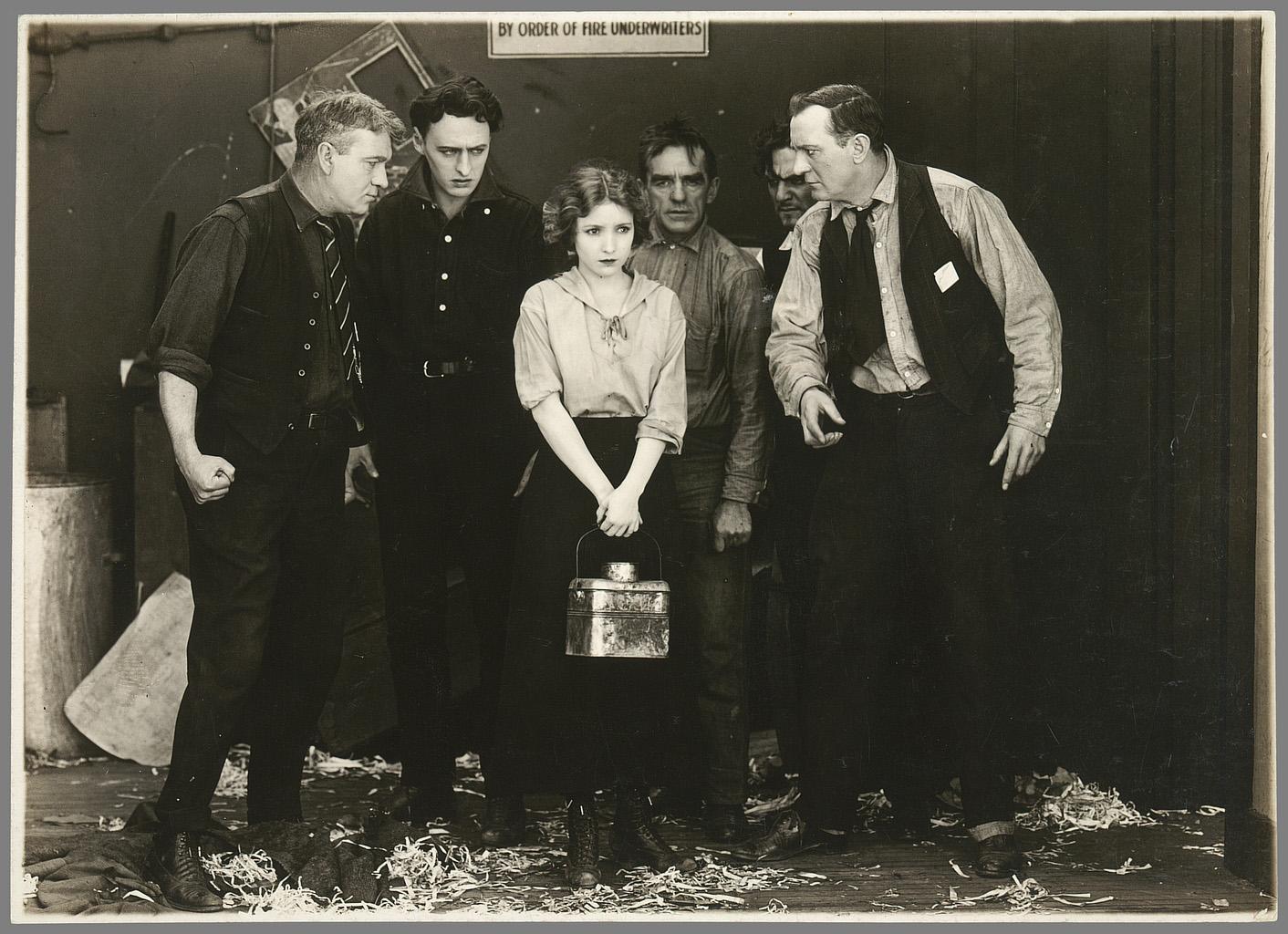 Edward Dillon, A Daughter of the Poor. Coll. Cinémathèque française. D.R. On goûtera là aussi la fermeture à gauche et à droite par les hommes de profil.