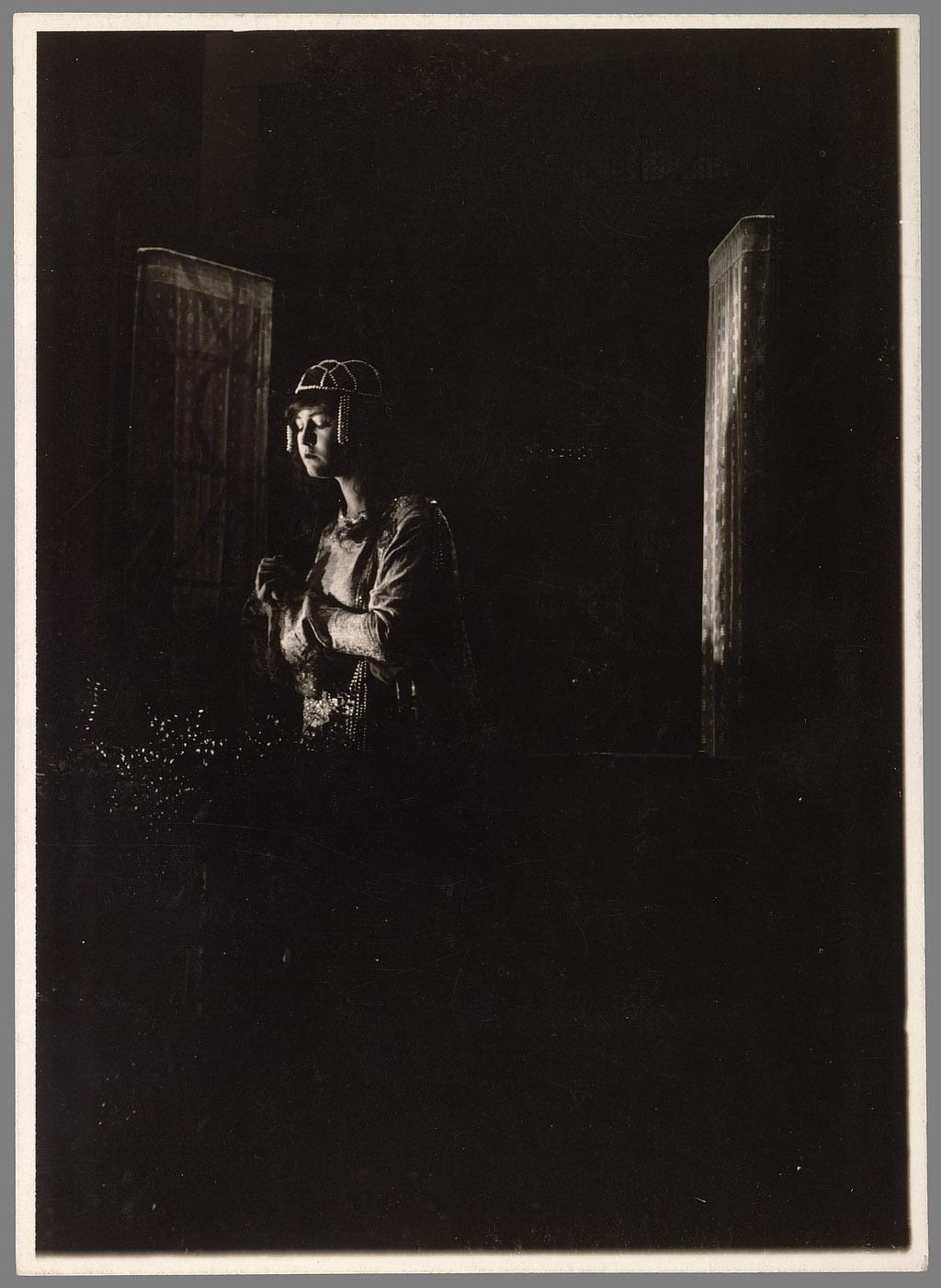 morissey-edward-stage-struck-p015-00892